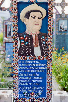 monumentul-funerar-al-lui-pop-gheorghe-cimitirul-vesel-din-sapanta-judetul-maramures.jpg