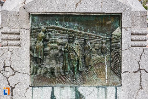 monumentul-generalului-ion-dragalina-din-lugoj-judetul-timis-basorelief-aflat-la-baza-statuii.jpg