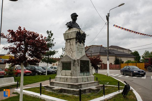 monumentul-generalului-ion-dragalina-din-lugoj-judetul-timis.jpg