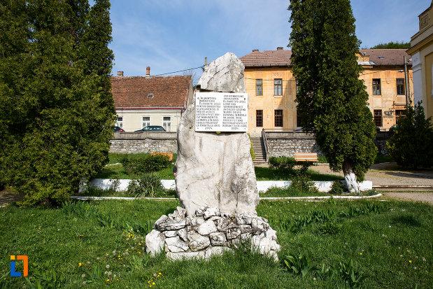 monumentul-imparatesei-elisabeta-sisi-din-oravita.jpg