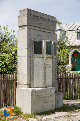 monumentul-inaintasilor-din-breaza-judetul-prahova-vazut-din-lateral.jpg
