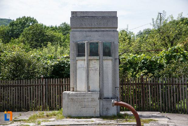 monumentul-inaintasilor-din-breaza-judetul-prahova.jpg