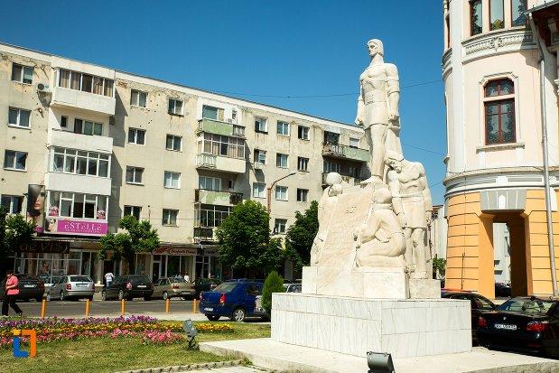 monumentul-inchinat-rascoalei-din-1907-din-buzau-judetul-buzau-vazut-din-lateral.jpg