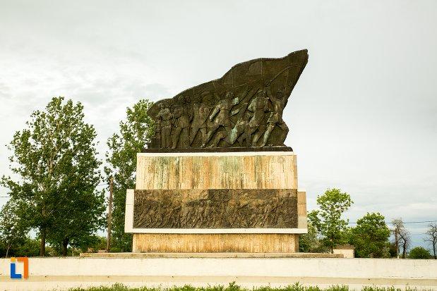 monumentul-independentei-de-langa-corabia-judetul-olt-fotografiat-din-lateral.jpg