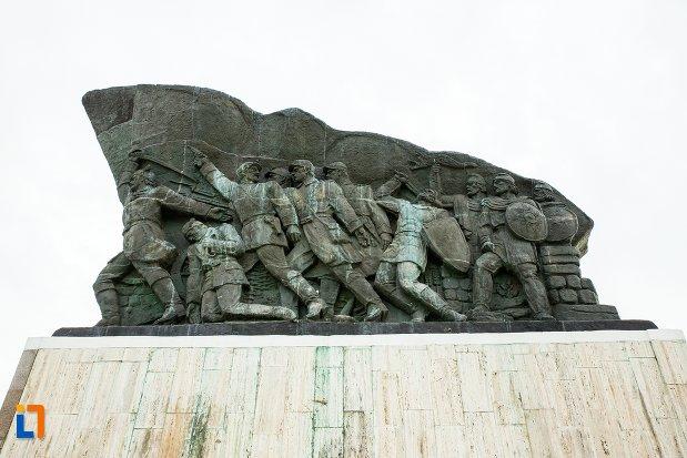 monumentul-independentei-de-langa-corabia-judetul-olt-vazut-dintr-o-parte.jpg