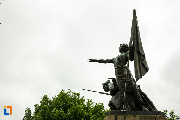 monumentul-independentei-din-focsani-judetul-vrancea-imagine-din-lateral.jpg