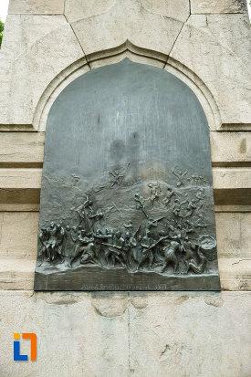 monumentul-independentei-din-focsani-judetul-vrancea-lupta-sculptata-in-relief.jpg
