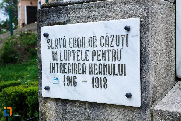 monumentul-independentei-din-ramnicu-valcea-judetul-valcea-imagine-cu-placuta-din-stanga.jpg