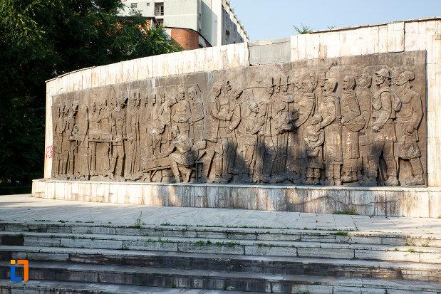 monumentul-independentei-din-turnu-magurele-judetul-teleorman-vazut-din-spate.jpg