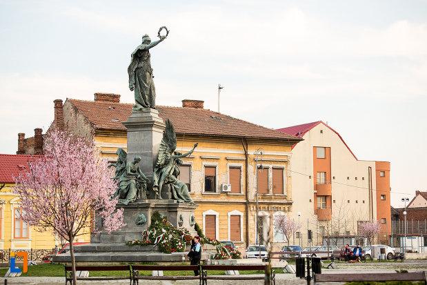 monumentul-libertatii-din-arad-judetul-arad-vazut-din-spate.jpg