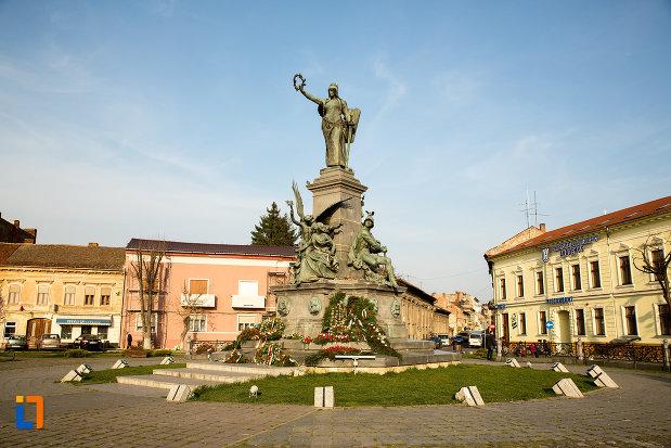 monumentul-libertatii-din-arad-judetul-arad.jpg