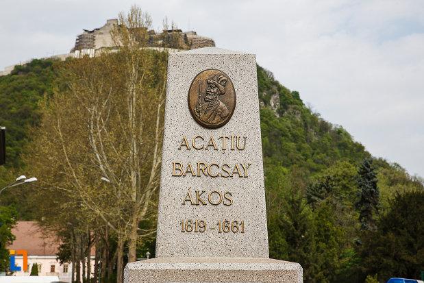 monumentul-lui-acatiu-barcsay-akos-din-deva-judetul-hunedoara-partea-de-sus.jpg