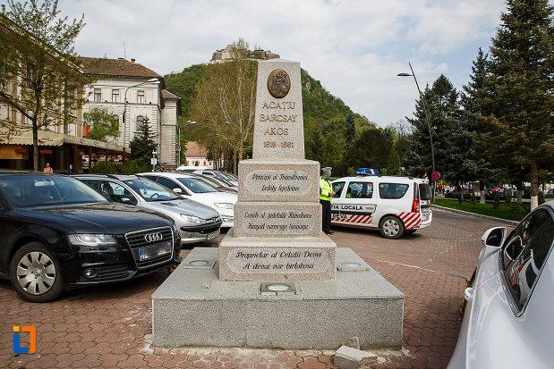 monumentul-lui-acatiu-barcsay-akos-din-deva-judetul-hunedoara.jpg