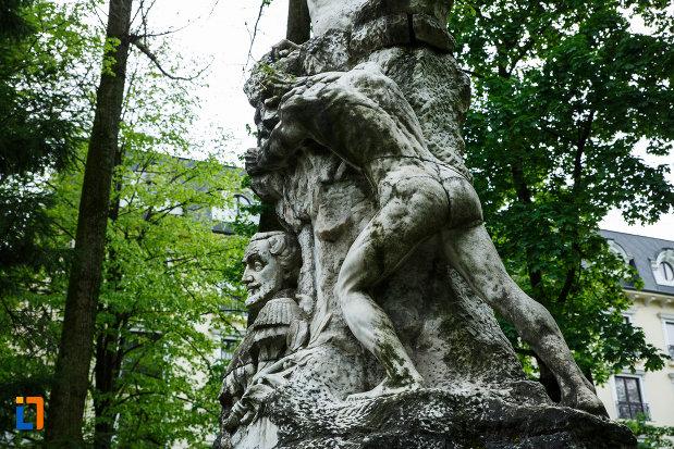 monumentul-lui-barbu-stirbei-din-ramnicu-valcea-judetul-valcea-vazut-din-spate.jpg