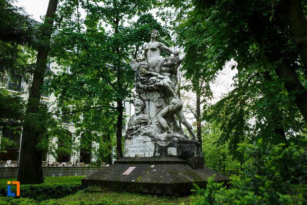 monumentul-lui-barbu-stirbei-din-ramnicu-valcea-judetul-valcea.jpg