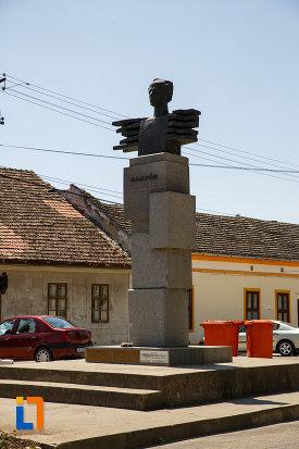 monumentul-lui-bartok-bela-din-sannicolau-mare-judetul-timis-fotografiat-din-dreapta.jpg
