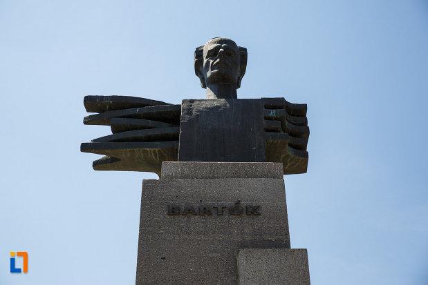 monumentul-lui-bartok-bela-din-sannicolau-mare-judetul-timis-partea-de-sus.jpg