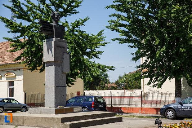monumentul-lui-bartok-bela-din-sannicolau-mare-judetul-timis-pozat-din-lateral.jpg