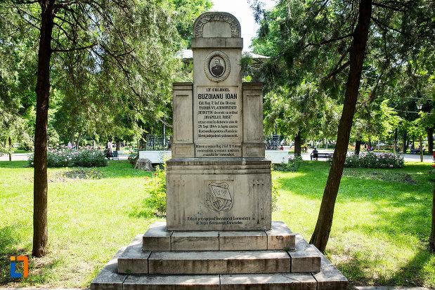 monumentul-lui-buzoianu-ioan-din-ramnicu-sarat-judetul-buzau.jpg