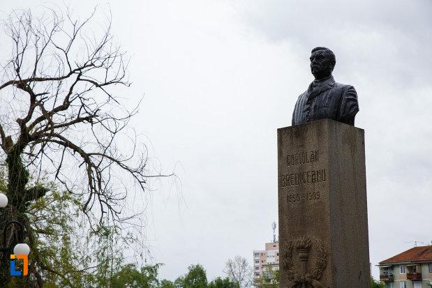 monumentul-lui-coriolan-brediceanu-din-lugoj-judetul-timis-vazut-din-lateral.jpg