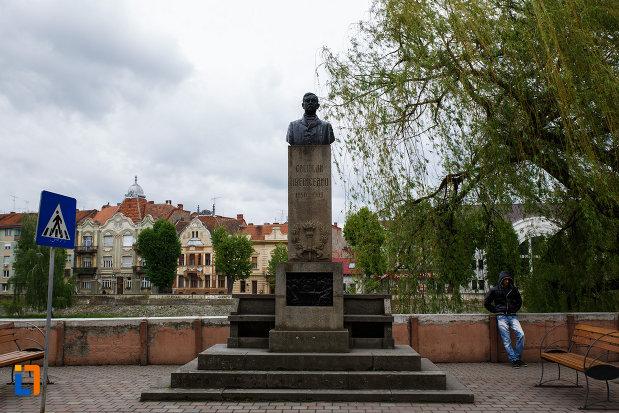 monumentul-lui-coriolan-brediceanu-din-lugoj-judetul-timis.jpg
