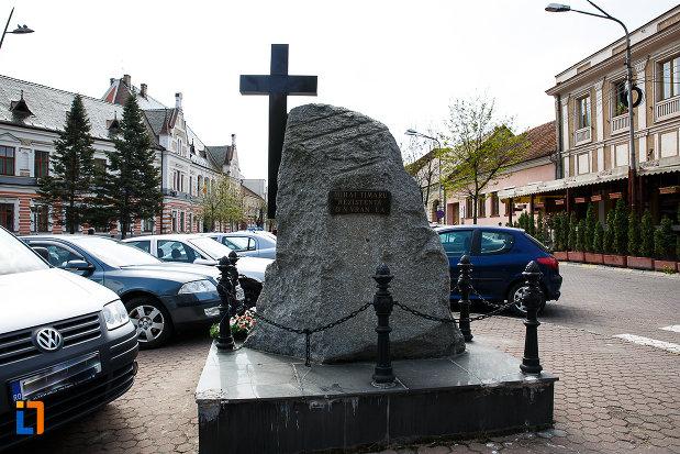 monumentul-luptatorilor-anticomunisti-din-deva-judetul-hunedoara.jpg