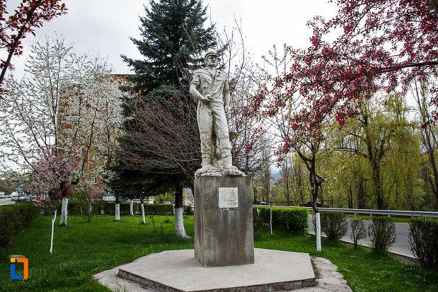 monumentul-minerilor-din-lupeni-judetul-hunedoara.jpg