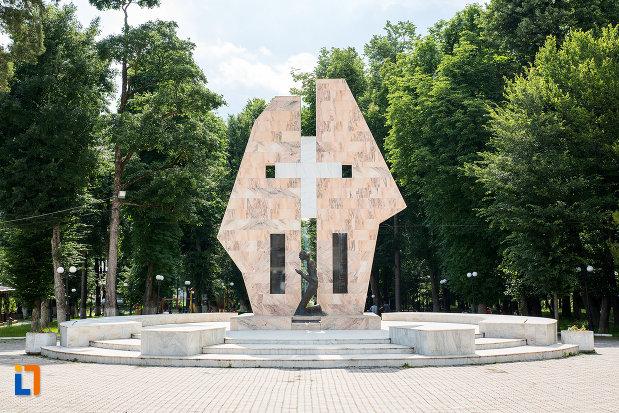 monumentul-ostasilor-cazuti-din-pucioasa-judetul-dambovita.jpg