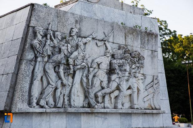 monumentul-ostasului-necunoscut-din-timisoara-judetul-timis-scena-de-lupta.jpg