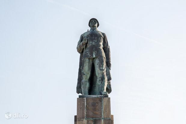 monumentul-ostasului-roman-din-oradea-judetul-bihor.jpg