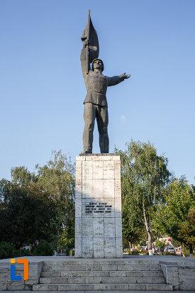 monumentul-ostasului-roman-din-targu-mures-judetul-mures.jpg