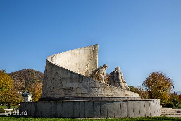 monumentul-ostasului-romandin-baia-mare-judetul-maramures-privire-din-lateral.jpg
