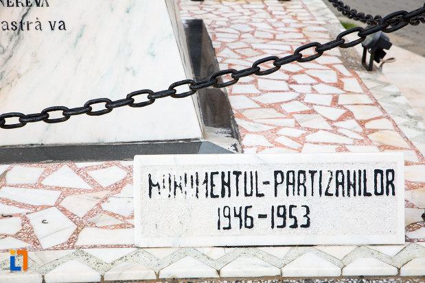 monumentul-partizanilor-monumentul-eroilor-din-caransebes-judetul-caras-severin.jpg