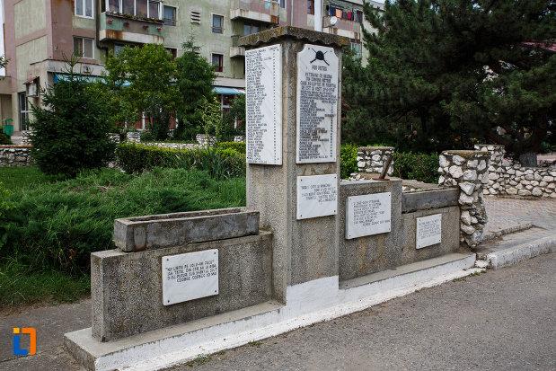 monumentul-pro-patria-din-gataia-judetul-timis-vazut-din-lateral.jpg