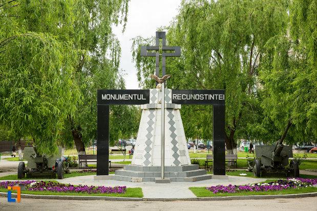 monumentul-recunostintei-din-caracal-judetul-olt.jpg