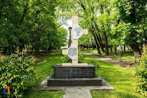 monumentul-regimentului-56-parasutisti-din-caracal-judetul-olt.jpg