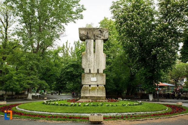 monumentul-revolutiei-de-la-1848-din-caracal-judetul-olt.jpg