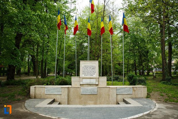 monumentul-revolutiei-de-la-1848-din-ramnicu-valcea-judetul-valcea.jpg