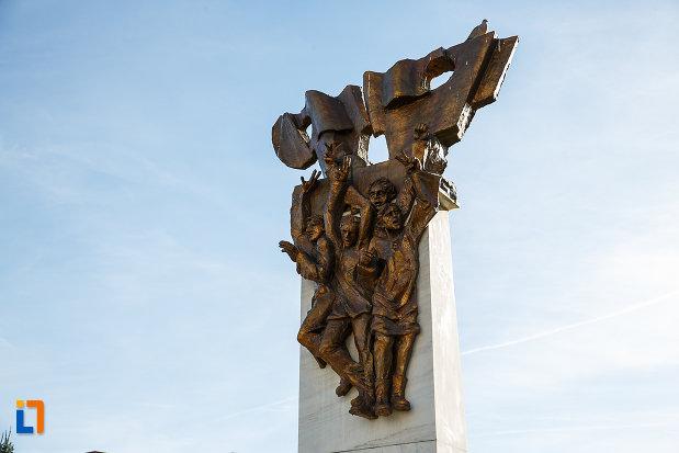 monumentul-revolutionarilor-din-orastie-judetul-hunedoara-imagine-cu-partea-de-sus.jpg