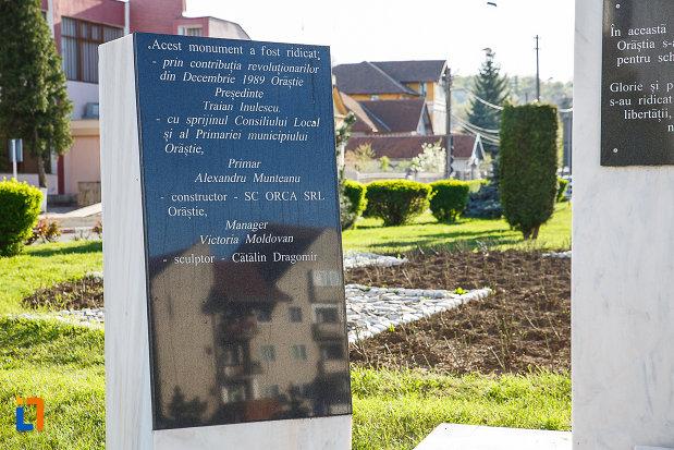 monumentul-revolutionarilor-din-orastie-judetul-hunedoara-placuta-indcriptionata.jpg