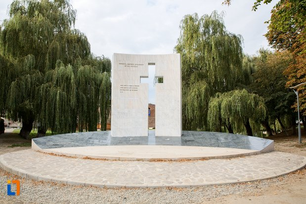 monumentul-rezistentei-anticomuniste-din-fagaras-judetul-brasov.jpg