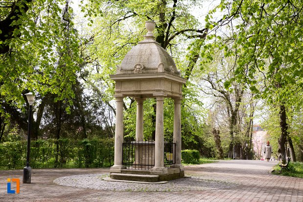 monumentul-studentilor-din-aiud-judetul-alba.jpg