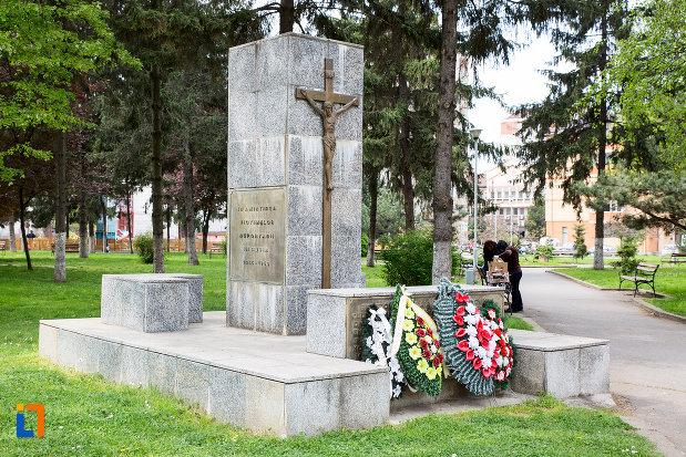 monumentul-victimelor-deportarii-in-rusia-din-resita-judetul-caras-severin.jpg