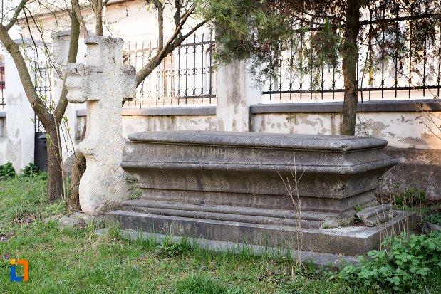 mormant-din-cimitirul-bisericii-grecesti-bunavestire-din-alba-iulia-judetul-alba.jpg