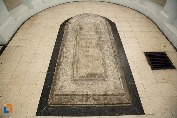 mormantul-eroului-necunoscut-mausoleul-eroilor-din-1916-1919-de-la-marasesti-judetul-vrancea.jpg