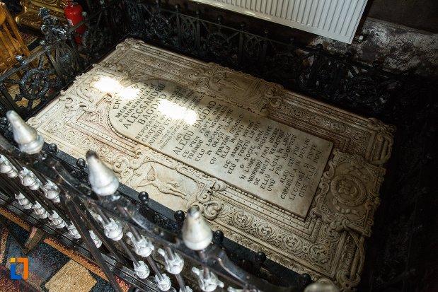 mormantul-lui-alecsandru-bagdat-ansamblul-bisericii-sf-dumitru-bagdat-din-ramnicu-sarat-judetul-buzau.jpg