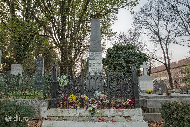 mormantul-lui-cazimir-rulikowsky-din-oradea-judetul-bihor.jpg