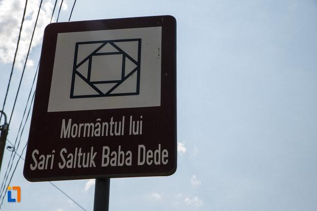 mormantul-lui-sari-saltuk-baba-dede-din-babadag-judetul-tulcea-monument-istoric.jpg