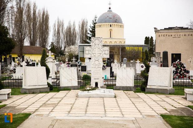 mormantul-lui-vasile-goldis-si-al-elenei-goldis-din-arad-judetul-arad.jpg