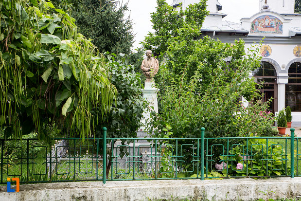 mormantul-si-bustul-lui-dimitrie-bolintineanu-din-bolintin-vale-judetul-giurgiu.jpg